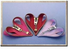 "Zippy hearts- So cute on a Valentine card or a card for someone that sews. ""Love You, Sew Much! Zipper Jewelry, Fabric Jewelry, Diy Jewelry, Jewelry Making, Bullet Jewelry, Gothic Jewelry, Jewelry Necklaces, Zipper Flowers, Fabric Flowers"