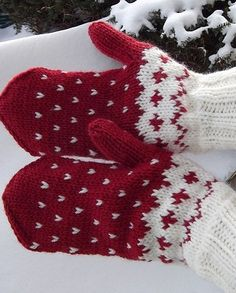 Mittens connected spokes of yarn in two contrasting colors. Recommended 100% wool yarn. Spokes №3,5 or №4. scheme Jacquard