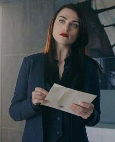 😍💙 #lenaluthor #supergirl #katiemcgrath Lena Luthor, Katie Mcgrath, Girl Celebrities, Black Canary, Jawline, Thomas Brodie Sangster, Face Claims, Girl Crushes, Girlfriends