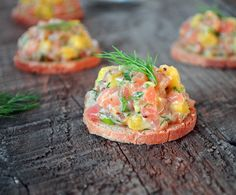 Mango and Dill Salmon Tartare! Salmon Tartare, Dill Salmon, No Salt Recipes, Cooking Recipes, Healthy Recipes, Looks Yummy, Fish And Chips, Fish And Seafood, Finger Foods