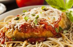 Today I show you how to make a delicious Chicken Parmigiana. This Chicken Parmigiana recipe is one of my personal favourites! mainly due to the taste, textur. Crock Pot Recipes, Ww Recipes, Healthy Recipes, Cooking Recipes, Cooking Ham, Cooking Rice, Delicious Recipes, Italian Chicken Recipes, Chicken Parmesan Recipes
