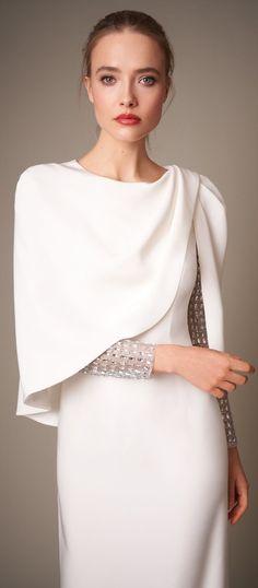 Jenny Packham Daily Fashion, Fashion Beauty, Fashion News, Luxury Fashion, Fashion Trends, Iris Van Herpen, Jenny Packham, Golden Age Of Hollywood, Fashion Show Collection