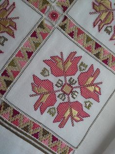 This Pin was discovered by Nil Embroidery Patterns Free, Beaded Embroidery, Cross Stitch Embroidery, Hand Embroidery, Cross Stitch Patterns, Embroidery Designs, Palestinian Embroidery, Drawn Thread, Crochet Christmas Ornaments