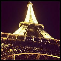 An evening picnic to the Eiffel Tower with Mom