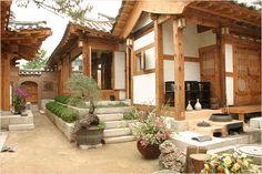 낙고재02 I would love a modernised traditional korean home like this with an outdoor built in oven in the ground...