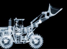 British photographer Nick Veasey creates astonishing X-ray composite photos of everyday objects. He uses an industrial X-ray machine to capture multiple Box Studio, No Photoshop, Design Graphique, Everyday Objects, Art Projects, Web Design, Creative Design, Graphic Design, Images