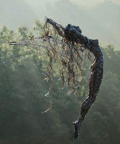 asylum-art: Fantasy Wire Fairy Sculptures by Robin Wight Fantasy Wire, Foto Fantasy, Fantasy Fairies, Sculptures Sur Fil, Wire Sculptures, Garden Sculptures, Robin Wight, Art Du Monde, Sculpture Metal