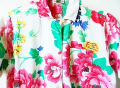 Bold Vintage Floral Button Down / Rad Tropical Floral Blouse / 80s Floral Cabana Blouse by thehappyforest on Etsy