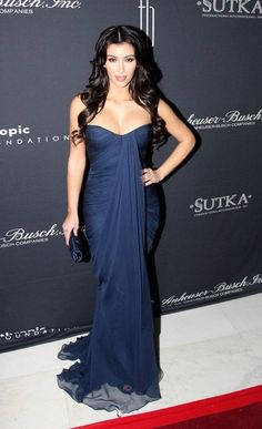 Kim Kardashian media gallery on Coolspotters. See photos, videos, and links of Kim Kardashian. Kim Kardashian Vestidos, Estilo Kardashian, Kardashian Style, Kardashian Fashion, Kardashian Photos, Celebrity Style Guide, Celebrity Gowns, Gold Evening Dresses, Long Evening Gowns