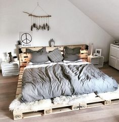 Fine 70 DIY Rustic Decor Ideas The lovely rustic decor plan is the part of this bedroom. The speaking charm of the bedroom is just because of it's heart-wining furniture design. Pallet Furniture, Furniture Design, Bedroom Furniture, Rustic Furniture, Cheap Furniture, Furniture Plans, Kids Furniture, Furniture Removal, Furniture Outlet