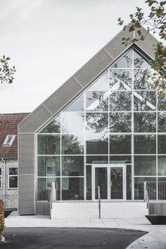 Gallery of Mariehøj Cultural Centre / Sophus Søbye Arkitekter + WE Architecture… Cultural Architecture, Concept Architecture, Architecture Photo, Green Landscape, Cultural Center, Wood Construction, Open Up, Goa, Centre