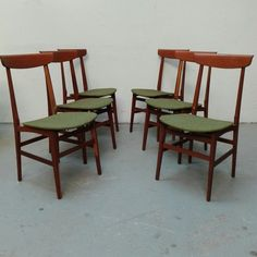 [350€] Set di 4 sedie in teak con seduta in tessuto verde. #magazzino76 #viapadova76 #milano #vintage #modernariato #antiquariato #design #industrialdesign #furniture #mobili #modernfurniture #sofa #poltrone #divani #arredo #arredodesign #teak #tessutoverde