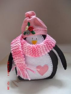 Penguin ornament. NOTE TO RACHEL: click on this for cutest birdie with heart wings for felting.