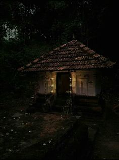 Village House Design, Village Houses, Life Is Beautiful, Beautiful Homes, Indian Temple Architecture, Kerala Travel, Amazing India, Kerala Houses, The Lost World
