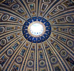 Rome : Saint Peter's Basilica     wow!  I could spend a whole day staring at this ceiling, but my neck would be sore.