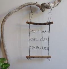 """Porte bijoux """"Les murs ont des oreilles"""" en fil de fer recuit et bois flotté : Décorations murales par rue-des-pas-perdus"""