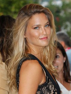 Bar Refaeli – layer blush over bronzer, then use a soft highlighting powder on top of cheekbones for glowing cheeks