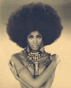 SERIOUS AFRO. Big hair, natural hair, afro, Naomi Campbell