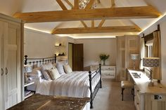 42 Vaulted Ceiling Bedroom Design Ideas For Inspiration Bedroom Closet Design, Closet Designs, Master Bedroom Design, Bedroom Designs, Bedroom Ideas, Bedroom Closets, Romantic Master Bedroom, Stylish Bedroom, Beautiful Bedrooms