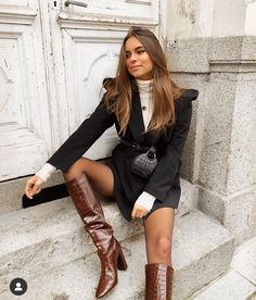 Shared by Lady Bo. Find images and videos about fashion, style and black on We Heart It - the app to get lost in what you love. Fashion Mode, Fashion 2020, Look Fashion, Womens Fashion, Fashion Trends, Ladies Fashion, Trendy Fashion, Fashion Online, Winter Fashion Outfits