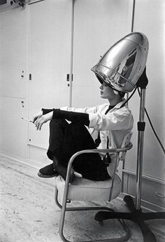 Photographed for LIFE in Audrey Hepburn, under the hair dryer, smokes a cigarette. While working on the film Sabrina, Audrey was shampooed every night and often conducted business with her agents while under the dryer. Photo by Mark Shaw Audrey Hepburn, Angela Jones, Catherine Deneuve, Hj History, Black N White Images, Black And White, Colleen Camp, Catherine Bach, Breakfast At Tiffanys