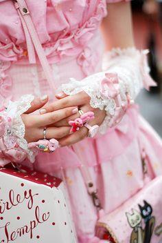 Sweet Lolita fashion-Japan  <3 the bunny rings!