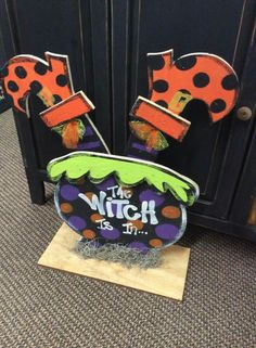 The Witch is In wood craft. Halloween Yard Art, Halloween Wood Crafts, Halloween Wood Signs, Halloween Items, Halloween Season, Cute Halloween, Holidays Halloween, Holiday Crafts, Halloween Decorations