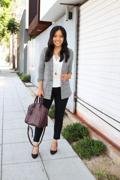 Comparing 6 Slacks for Work Across Different Brands and Price Ranges business casual: grey and white blazer + white blouse + black pants + black flats + maroon purse. Jeans Outfit For Work, Blazer Outfits For Women, Outfits Otoño, Work Attire, Black Outfits, Cheap Outfits, Fashion Outfits, Fashion 2018, Fall Outfits For Work