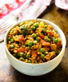 These curried veggie brown rice bowls are quick and easy to make, super healthy and positively vibrating with spicy Indian-style deliciousness. My go-to quickie meal! These quick curried veggie bro…