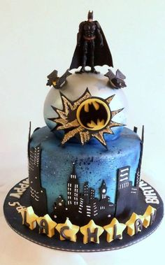 30 Unique Batman Birthday Cakes - 9 Happy Birthday - Food and drink Batman Birthday Cakes, Batman Cakes, Batman Party, Cute Cakes, Fancy Cakes, Beautiful Cakes, Amazing Cakes, Fondant Cakes, Cupcake Cakes