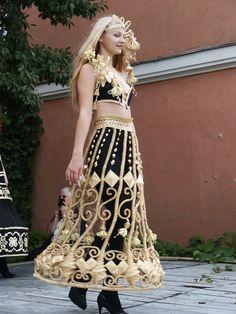 Belarussian Fashion 2005  Jurk van stro