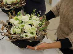 Bloems workshops bloemschikken assen Fall Flower Arrangements, How To Preserve Flowers, Fall Flowers, Christmas Design, Topiary, Ikebana, Floral Design, Gerbera, Creations