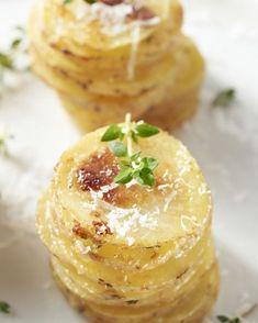 Parmezaan patatjes Tapas, No Salt Recipes, Gourmet Recipes, Potato Dishes, Food Dishes, Parmesan, Happy Foods, Vegan, Soul Food