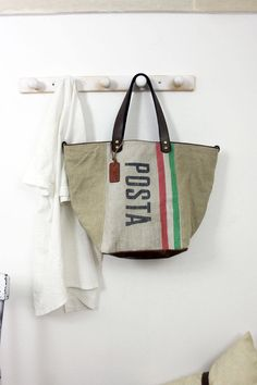 "Handbag made out of original Italian mail bag from 1962 RARE&UNIQUE ""poste bag"" di LaSellerieLimited su Etsy"