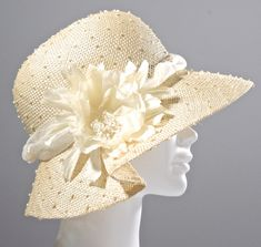 Natural color knotted sisal straw hand blocked by traditional millinery techniques. Trimmed with coordinating handmade ivory flower and ivory Kentuky Derby, Kentucky Derby Hats, Derby Party, Roaring 20s Dresses, Rain Hat, Hat Blocks, Millinery Hats, Wedding Hats, Retro Outfits
