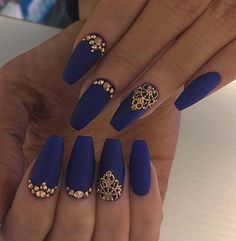 23 Matte Nail Art Ideas That Prove This Trend is Here to Stay : Matte Blue Coffin Nails with Gold Rhinestones Blue Gold Nails, Royal Blue Nails, Gold Acrylic Nails, Dark Blue Nails, Matte Nail Art, Coffin Nails Matte, Nail Art Blue, Navy Nails, Gold Nail Art