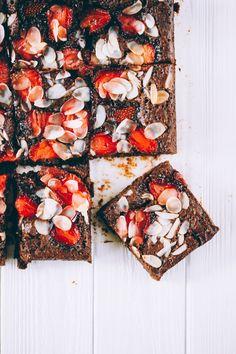 Strawberry Brownies - Eat Me Gluten Free Desserts, Gluten Free Recipes, Baking Recipes, Delicious Desserts, Dessert Recipes, Yummy Food, Sweet Desserts, Dessert Bars, Slow Cooker Desserts