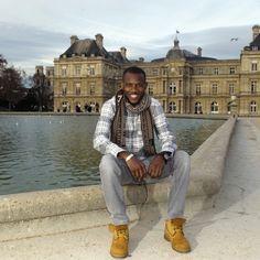 Dans Match cette semaine: attentat de l'Hyper cacher Lassana Bathily ne se prend pas pour un héros. Devenu Français le jeune Malien de lHyper cacher est aujourdhui un symbole mais ne parle quavec son cœur. Ici devant le palais du Luxembourg le 22décembre. Au Mali où Lassana est né son ethnie est celle des rois. Photo: @virginie_clavieres by parismatch_magazine