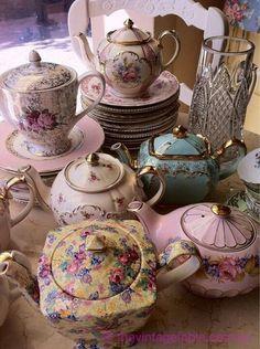 Pretty vintage teapots!