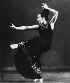Legendary Martha Graham one of the pioneers of modern dance. Contemporary Dance, Modern Dance, Dance Photos, Dance Pictures, Burlesque, Elements Of Dance, Pole Dancing Quotes, History Of Dance, Martha Graham
