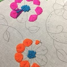 Tambour Embroidery, Hand Embroidery Flowers, Hand Embroidery Stitches, Modern Embroidery, Crewel Embroidery, Cross Stitch Embroidery, Embroidery Patterns, Mexican Embroidery, Brazilian Embroidery