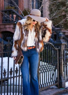 70s Sophistication #impossiblyimperfect Love her style? Click here to get a similar pair of flare jeans.