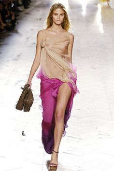 See the complete Christian Dior Spring 2006 Ready-to-Wear collection.