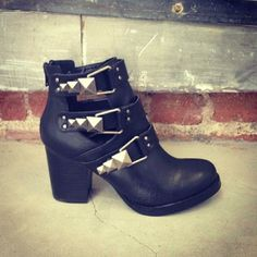 Jessica with the #ShoeCult Impact Boot || Get the boots: http://www.nastygal.com/sale/shoe-cult-impact-boot--black