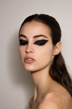 Dior Haute Couture 2017 beauty's look = heavy black liner