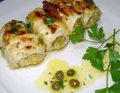 A novelty of street food in Palermo is the roll of swordfish. It comes from the culinary tradition, but nowadays it is also prepared by masters of street food and cooked on the grill immediately. Fish Recipes, Seafood Recipes, Healthy Recipes, Sicilian Recipes, Sicilian Food, Cooking On The Grill, Calamari, Fish Dishes, Fish And Seafood