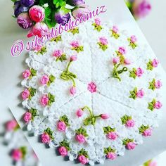 Crocheting, Rugs, Tricot, Art Crafts, Ideas, Flowers, Paper Board, Chrochet, Weaving