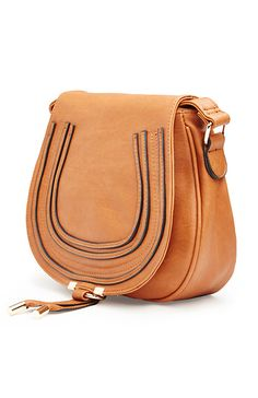 DAILYLOOK Classic Saddlebag Purse in Camel | DAILYLOOK