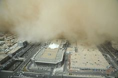 massive-snadstorm-hits-riyadh-