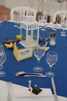 centre table lanterne, bois flotté, marque table pot de sel, serviette cordelette et marque place